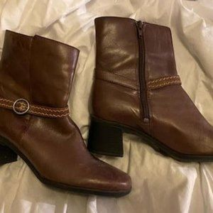 size 9 Clarks Brown Ankle Boots